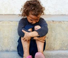El 27,5 % de niños viven en España bajo el umbral de la pobreza