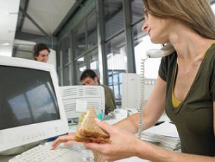 El 40% de trabajadores come fuera de casa y destina a ello un tercio del gasto en alimentación