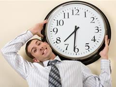La mitad de los profesionales están dispuestos a realizar horas extras a diario
