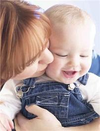 La excedencia por cuidar a un hijo no impide trabajar