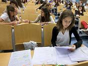 El mercado laboral español 'invita' a las mujeres a no estudiar
